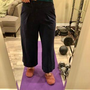 Lululemon high waisted wide leg 7/8 pants  size 8